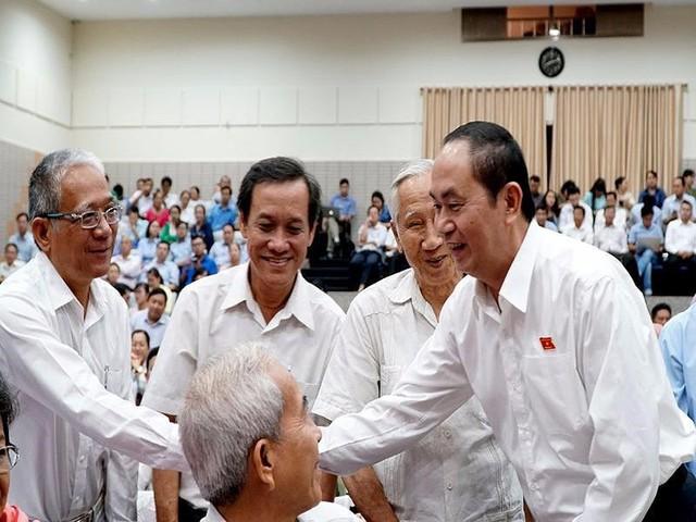 Chủ tịch nước Trần Đại Quang trong buổi tiếp xúc cử tri quận 1, 3, 4 sáng 1-12. Ảnh: QUỐC VŨ