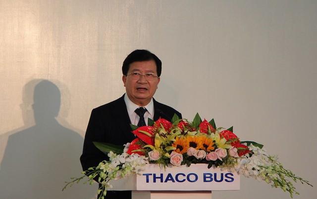 Phó Thủ tướng Trịnh Đình Dũng phát biểu tại lễ khánh thành nhà máy xe buýt Thaco và ký kết xuất khẩu xe ô tô. Ảnh: LÊ PHI