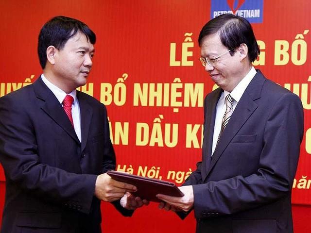 Ông Đinh La Thăng, nguyên chủ tịch Tập đoàn Dầu khí Việt Nam và ông Phùng Đình Thực, cựu tổng giám đốc tập đoàn này. Ảnh: TTXVN