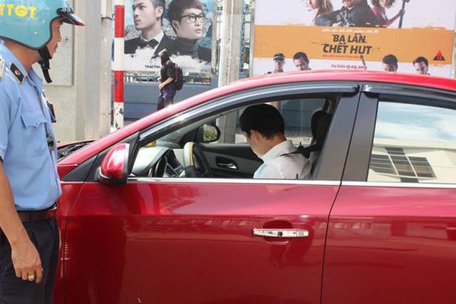 Thanh tra Sở GTVT TP HCM trong một lần kiểm tra hoạt động của Uber