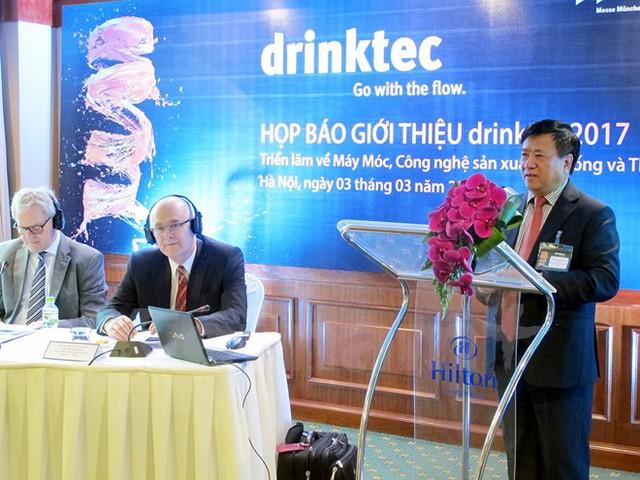 Ông Nguyễn Văn Việt, Chủ tịch VBA đang phát biểu tại buổi họp báo giới thiệu về Triển lãm Drinktec sắp diễn ra tại Đức. (Ảnh: Đức Duy/Vietnam+)