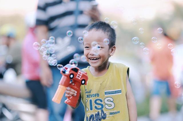 Nếu không biết giúp đỡ một cách đúng đắn, thì nhóc Đạt sẽ đánh mất đi nụ cười trong trẻo này.