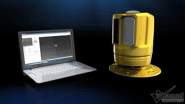 Thiết bị đuổi chim gồm cảm biến và camera kết nối với hệ thống điều hành ở sân bay