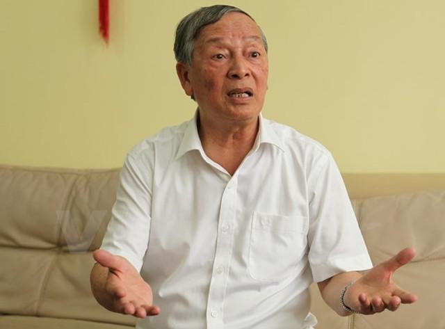 Ông Vũ Vinh Phú đang chia sẻ với VietnamPlus về câu chuyện giải cứu nông sản. (Ảnh: Doãn Đức/Vietnam+)