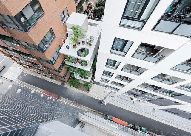 """Ngôi nhà nhỏ như một """"ốc đảo xanh mát"""" giữa khu trung tâm thương mại đông đúc tại thành phố Tokyo."""