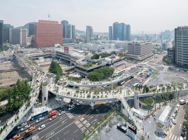 Công viên Seoullo 7017 nằm ngay trọng điểm đô thị Seoul và có chiều dài gần 1km.