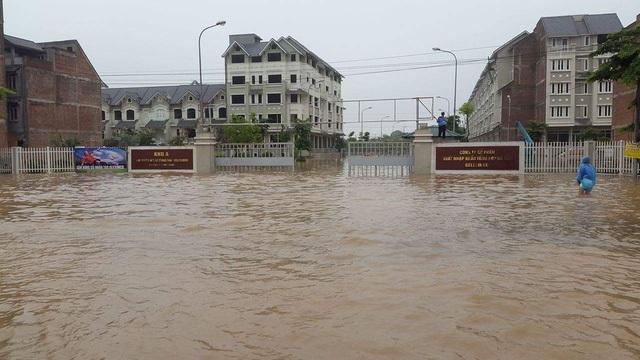 Khu Nam An Khánh chìm trong biển nước cách đấy 1 năm.