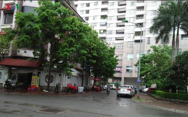 Theo quy hoạch trên địa bàn phường Dịch Vọng có 2 bãi đỗ xe nhưng chưa được xây dựng.