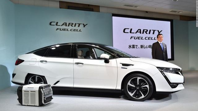 Chiếc xe chạy bằng hydro đầu tiên trên thế giới, mang tên Clarity