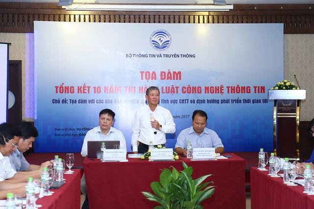 Thứ trưởng Bộ TT&TT Nguyễn Thành Hưng phát biểu ở Tọa đàm.