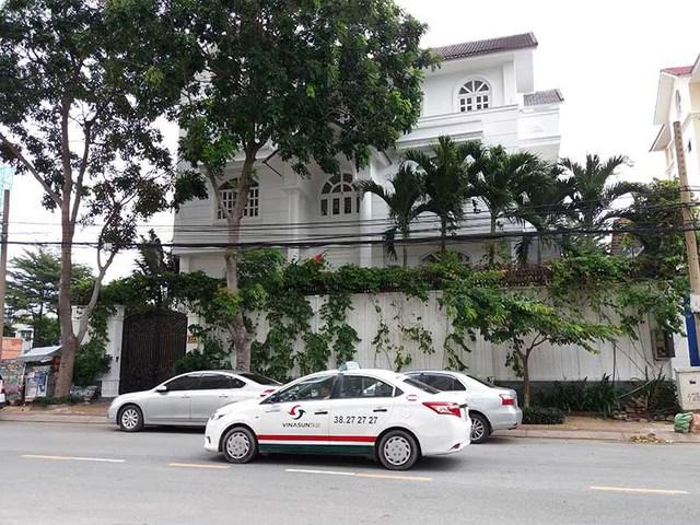 Bà Nguyễn Thị Kim Tiến cho hay căn nhà gia đình bà đang ở, gia đình đã mua đất 20 năm trước và xây nhà ở 10 năm nay. Ảnh: N.ĐỨC