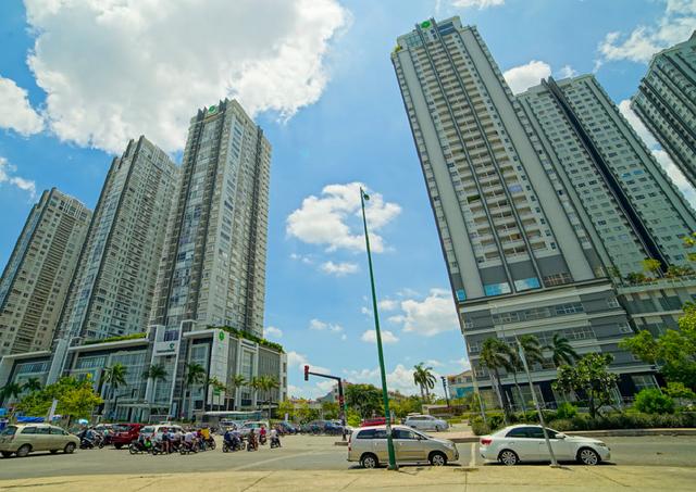 Cao ốc trên đường Nguyễn Hữu Thọ quận 7