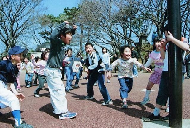 Dù là ở nhà hay ở trường, trẻ em Nhật Bản luôn được ưu tiên các hoạt động vận động thể chất ngoài trời, đặc biệt là vào buổi sáng để nuôi dưỡng sự phát triển thể chất và tâm hồn. (Ảnh minh họa)