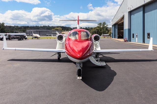 Đối thủ của HondaJet gồm có Cessna Citation M2 và Embraer Phenom 100.