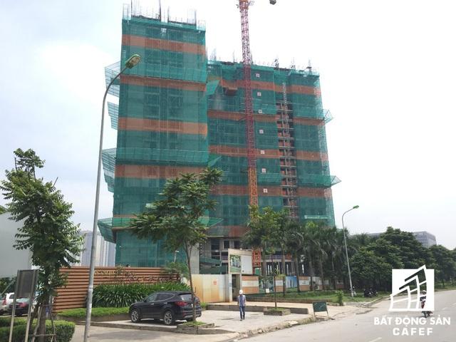 Toàn cảnh tòa tháp Pearl 1 đang xây đến tầng 23.