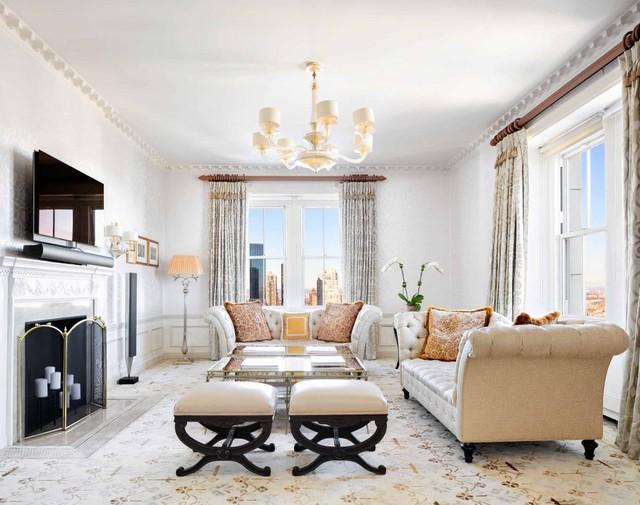 Khách sạn nổi tiếng The Pierre nằm tại phía Tây New York. Đây từng là nơi thường trú của Elizabeth Taylor và Yves Saint-Laurent.