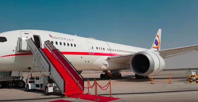 Trên chiếc máy bay Boeing 787 Dreamliner được sở hữu đầy đủ có phòng khách, phòng ngủ, khu vực bếp và bàn ăn phòng tắm…..