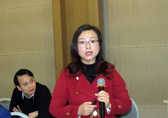 Vụ trưởng Vụ Pháp chế Bộ Xây dựng Tống Thị Hạnh cho hay: Bộ chỉ đề xuất giữ nguyên 15% điều kiện kinh doanh, còn lại là bỏ và đơn giản hóa. ẢNH: CHÂN LUẬN