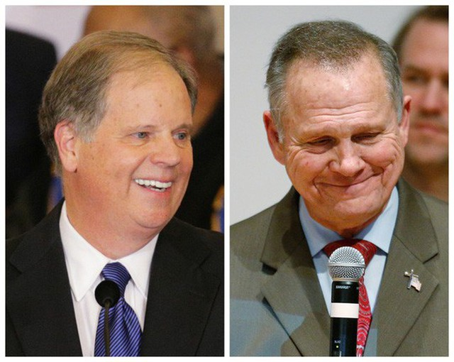 Hai ông Jones(trái) và Moore. Ảnh: REUTERS