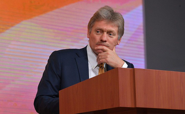 Thư ký báo chí của tổng thống Nga Dmitry Peskov điều hành phiên họp báo (Ảnh: Kremlin)
