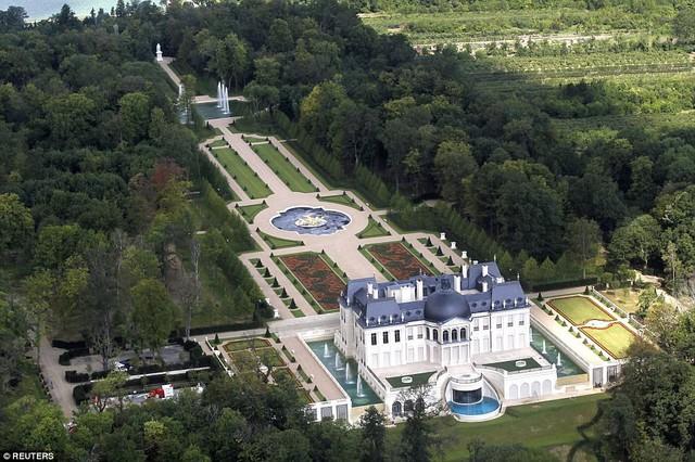 Cung điện Chateau Louis XIV từng được bán với giá 300 triệu USD hồi năm 2015 cho một người mua giấu tên đến từ Trung Đông.