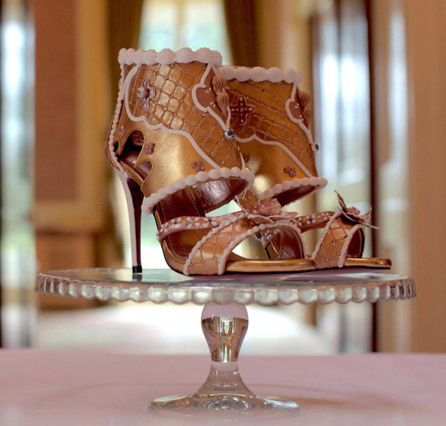 Cho dù là giày thật đi chăng nữa, cũng mấy ai dám đi đôi giày đắt đỏ này?