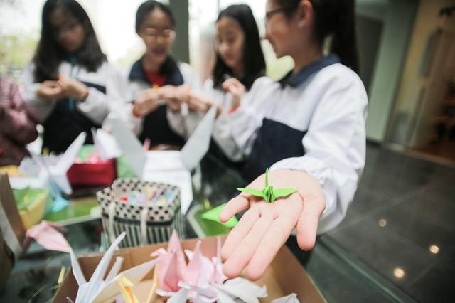Học sinh Lương Thế Vinh còn là những bạn trẻ biết quan tâm, sẻ chia với người khác lúc khó khăn.