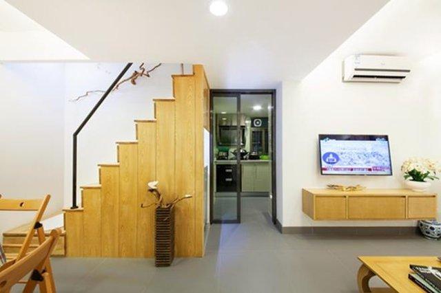 Các không gian chức năng được sắp xếp khoa học và vô cùng tiện nghi. Tường nhà được sơn trắng kết hợp với nội thất sáng màu tạo không gian thoáng sáng cho ngôi nhà.