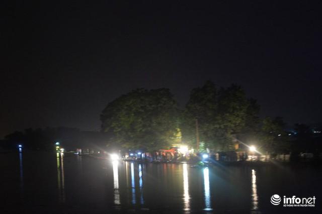 Hà Nội: Nước ngập lút nhà, dân trắng đêm sơ tán tài sản - Ảnh 10.