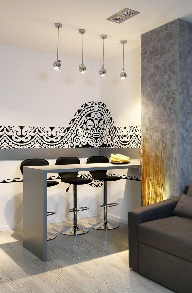 Điểm nhấn đặc biệt khác trong căn hộ này đó là những hình vẽ độc đáo trên các góc tường lấy cảm hứng từ hình xăm của các bộ tộc.