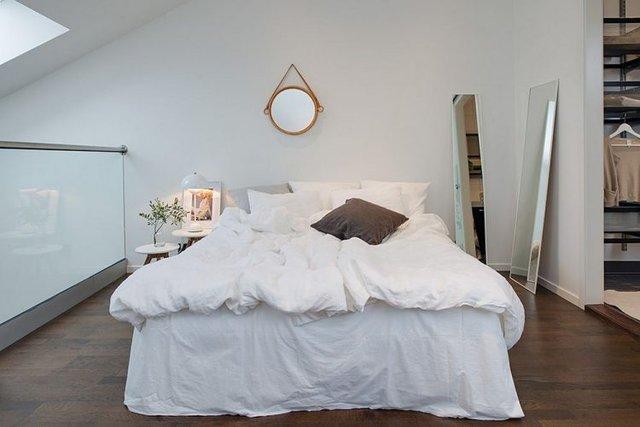 Phòng ngủ cũng được kiến trúc dễ làm- tiên tiến kết hợp có đồ nội khu xe vẫn giữ nguyên màu chủ đạo của căn hộ cao tầng chung cư như ban đầu.