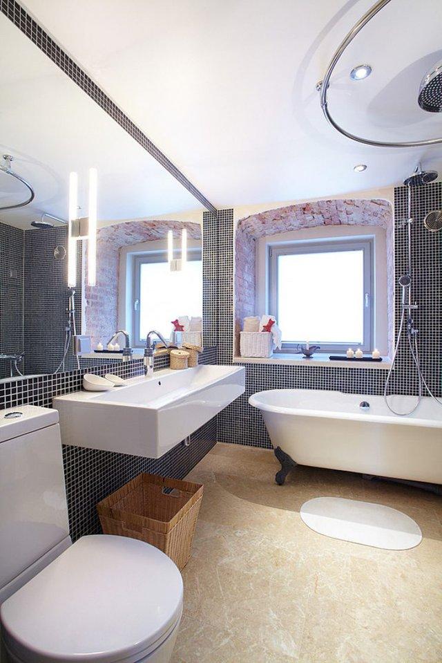 Sẽ chẳng ai có thể ngờ rằng căn hộ nhỏ này lại có một khu nhà tắm rộng lớn và trang bị hiện đại thế này.