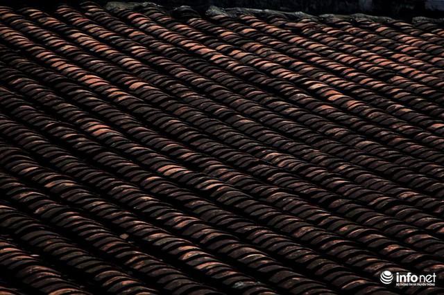 Mái ngói âm dương đặc trưng của các công trình cổ tại Nam bộ.