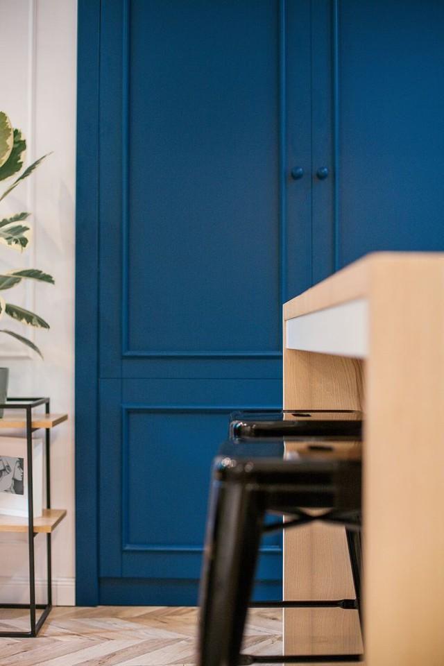 Từ những cánh cửa cho đến hệ thống tường ngăn khu nhà tắm, ghế ngồi nơi phòng khách….cũng mang đến vẻ cuốn hút kỳ lạ.