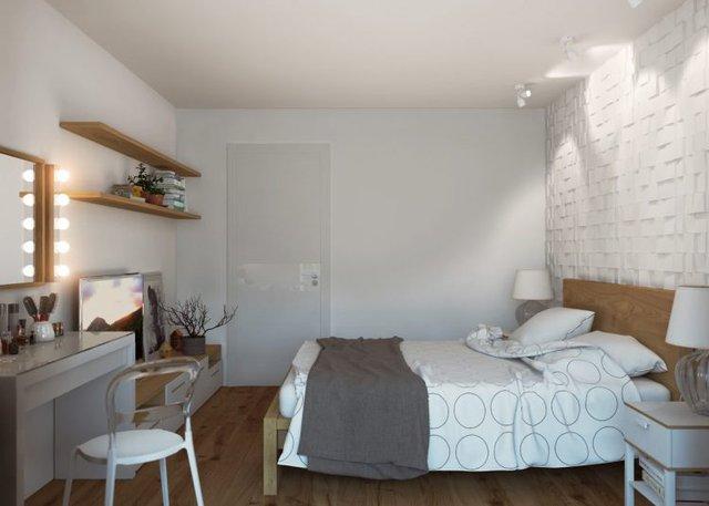 Phòng ngủ được bài trí dễ làm mà đẹp mắt có bức tường gạch thô sơn trắng đầu giường và hệ thống đền trần lạ mắt.