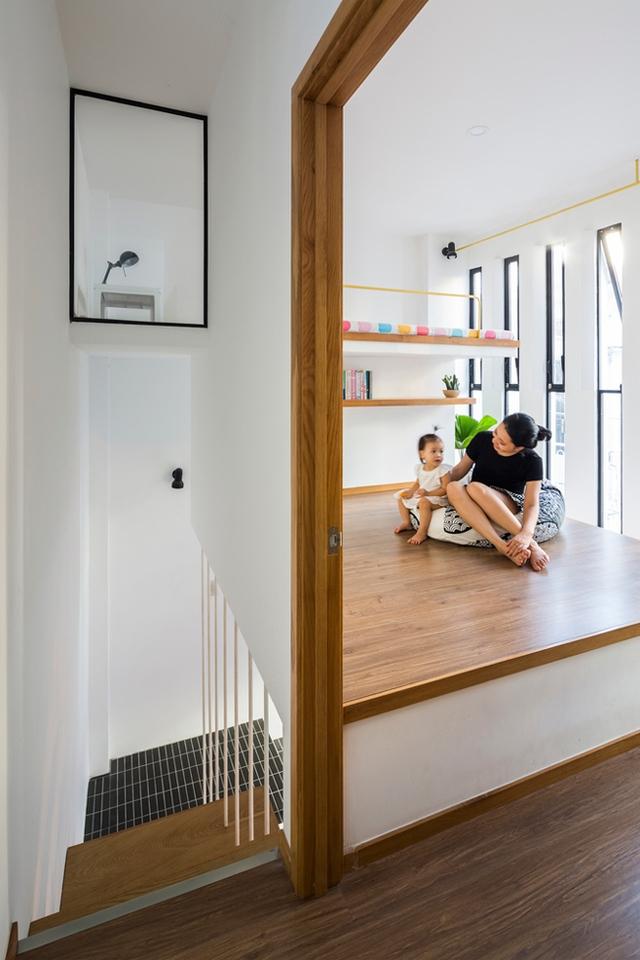 Toàn bộ sàn nhà đều được lát bằng gỗ tạo không gian ấm cúng và gần gũi cho cả gia đình.