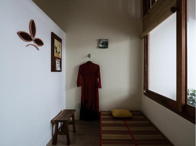 Nơi nghỉ ngơi thoáng đãng và yên tĩnh dành cho người lớn tuổi trong nhà.