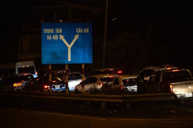 Hà Nội: Tắc khắp ngả, đông nghẹt bến xe trước nghỉ lễ  - Ảnh 19.
