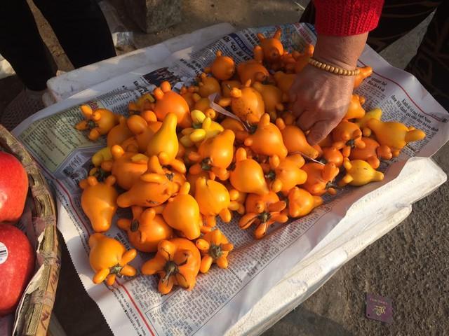 Dư thừa là loại quả được trồng trong miền nam, năm nay loại quả này xuất hiện ở Hà nội vào đúng dịp Tết