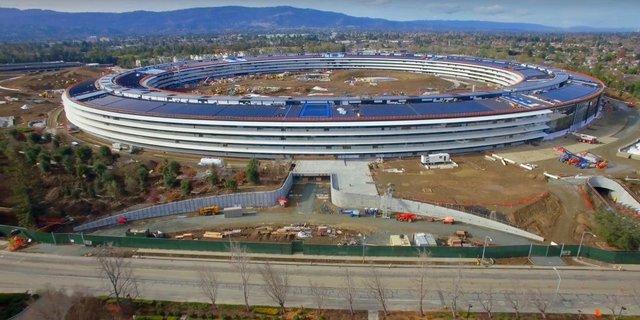Tòa nhà được thiết kế hình vòng tròn cao 4 tầng, trải rộng trên diện tích khoảng 260.182 m2.