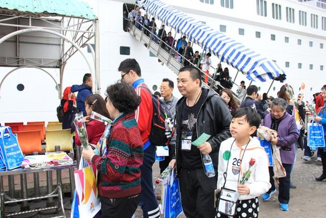 Du khách Trung Quốc tham quan tại TP Đà Nẵng Ảnh: Bích Vân