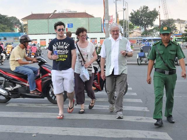 Khách nước ngoài đến du lịch và công tác tại Việt Nam ngày càng đông