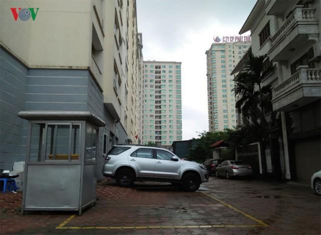 Sân chung cư biến thành bãi đỗ xe...