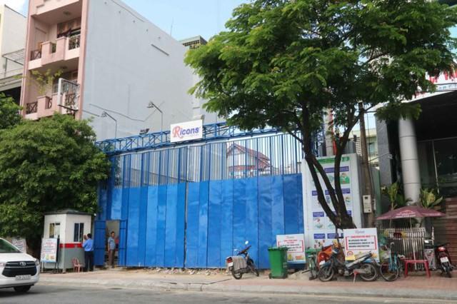 Số nhà 86 Bạch Đằng đã được quây kín.
