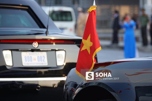 [LIVE] Chuyên cơ Air Force One của Tổng thống Mỹ sắp hạ cánh xuống sân bay Nội Bài - Ảnh 3.