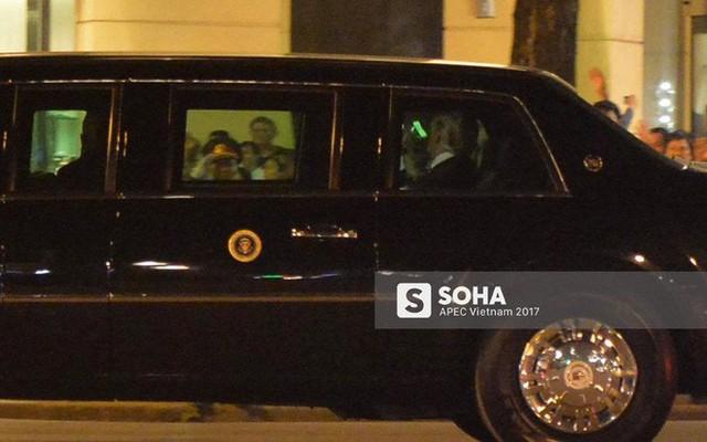 Tổng thống Donald Trump đã về đến khách sạn tại trung tâm Hà Nội, vẫy tay chào người dân - Ảnh 3.