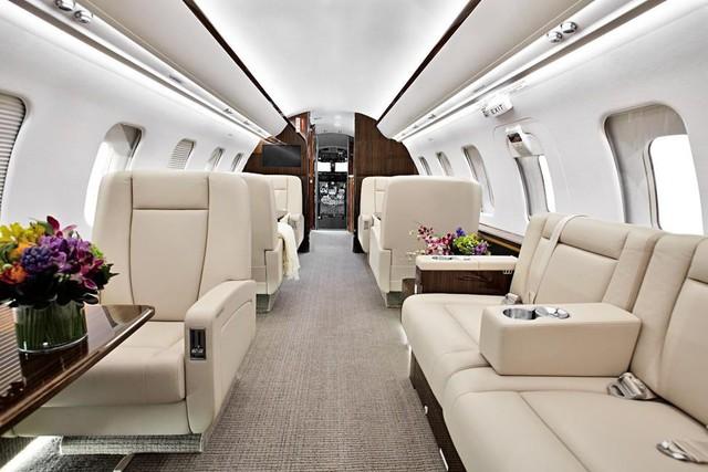 Bữa ăn được phục vụ trên máy bay riêng trị giá 30 triệu USD.