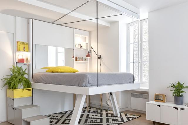 Những chiếc giường thông minh BedUp được gắn vào tường nhờ hệ thông ròng rọc cao sát trần.