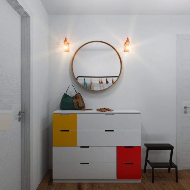 Lối vào nhà được bố trí dễ làm, đẹp mắt có hệ tủ gỗ sắc màu giúp trữ đồ dễ dàng. Góc nhỏ này còn được trang trí 1 chiếc gương tròn xinh xắn giúp chủ nhà chỉnh trang trang phục trước khi ra ngoài.
