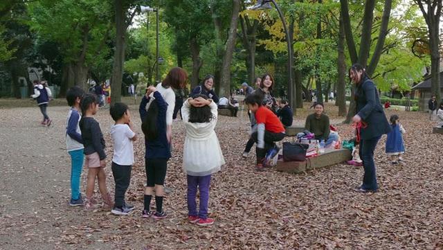 Cha mẹ Nhật luôn đồng hành và cổ vũ con trong các hoạt động thể chất ngoài trời. Chính điều đó đã góp phần không nhỏ giúp họ có một hành trình nuôi dạy con thành công và hạnh phúc. (Ảnh minh họa)